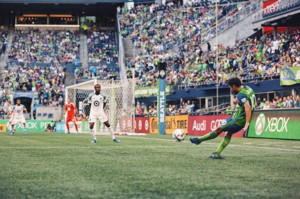 Lodeiro bota la falta que, a la postre, supondría el empate a uno // Imagen: Seattle Sounders