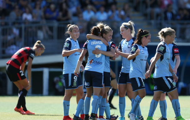 Sydney FC midfielder Chloe Logarzo is congratulated by her teammates after scoring the first goal of the match. | Photo: Jason McCawley - Getty Images