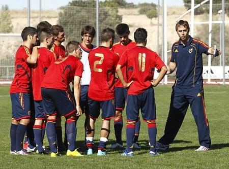 Carvajal (dorsal nº 2) junto a sus compañeros y a su técnico, Julen Lopetegui | Fuente: sefútbol