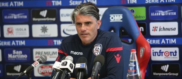 Luis Diego López en la rueda de prensa previa al partido / Foto: Cagliari Calcio