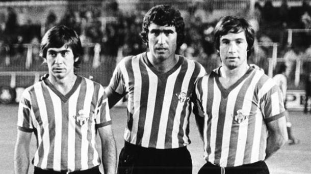 López, Alabanda y Cardeñosa posando antes de un partido   Fotografía: Fiebre Bética