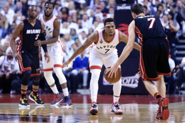 Toronto Raptors guard Kyle Lowry (7) playing defense against Miami Heat guard Goran Dragic (7). Photo: Vaughn Ridley/Getty Images