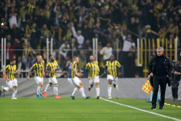 Gol no início deixou situação de Mou ainda mais complicada | Foto: Metin Pala/Anadolu Agency/Getty Images
