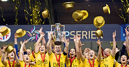 LSK celebrated their third title in a row on Saturday after a big win over Sandviken | Source: osg-ua.com