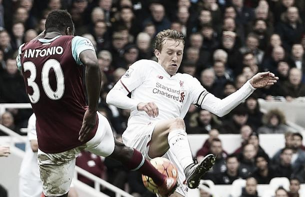 Lucas Leiva battles for possession in a defensive role for Liverpool (image:getty)