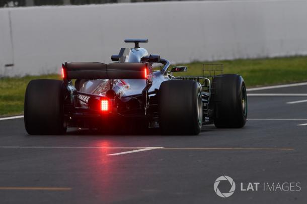 Nuevas luces en el alerón trasero de Mercedes   Fuente: LAT Images