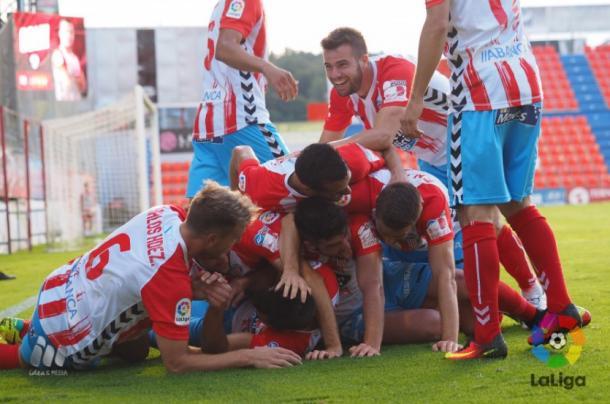 Jugadores del Lugo celebrando uno de los goles ante el Mallorca.  Fuente: La Liga
