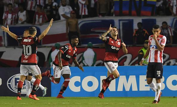 Flamengo vence na Colômbia e avança na Sul-Americana (Foto: Luis Acosta/AFP via Getty Images)