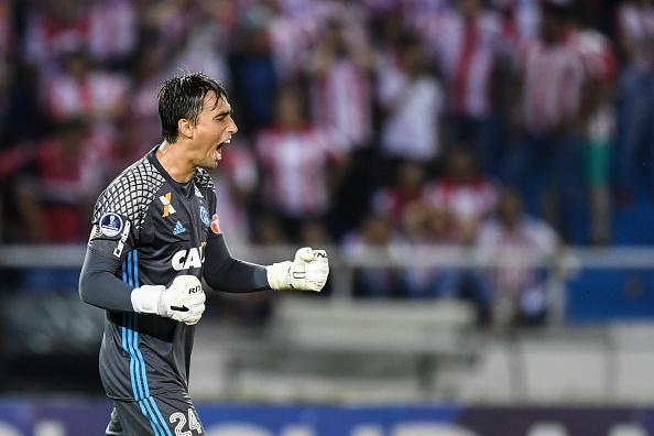 A César o que é de César: goleiro defendeu até pênalti na Sul-Americana (Foto: Luis Acosta/AFP via Getty Images)