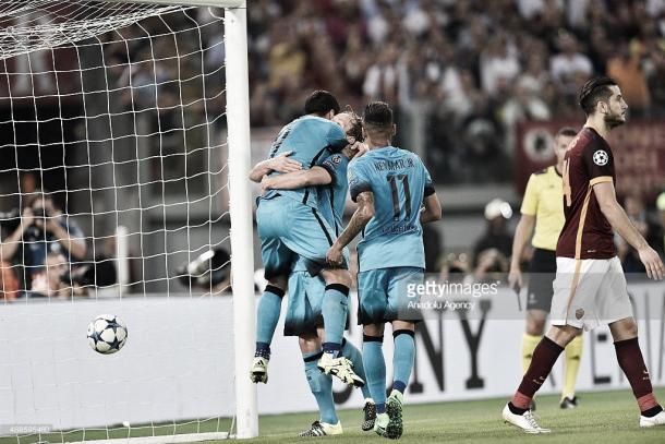 Los azulgranas celebran un gol en un partido anterior frente a la Roma. Foto: gettyimages.com