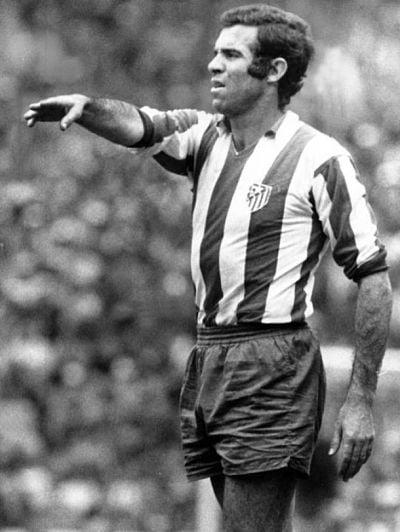 Luis Aragonés con la camiseta del Atlético de Madrid. / Fuente: VAVEL