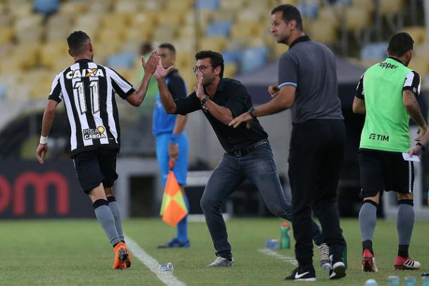 Alberto Valentim e Luiz Fernando vêm tendo um casamento bastante proveitoso em campo (Foto: Vitor Silva/SS Press/Botafogo)