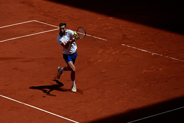 Benoit Paire strikes a backhand shot (Photo: David Aliaga/Getty Images)