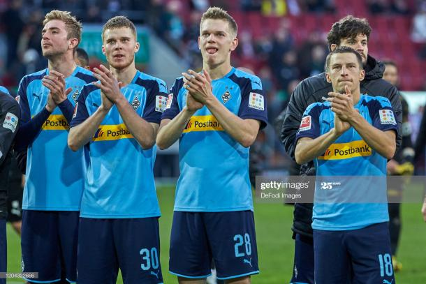 Mönchengladbach players applauding their fans | Photo: Getty Images
