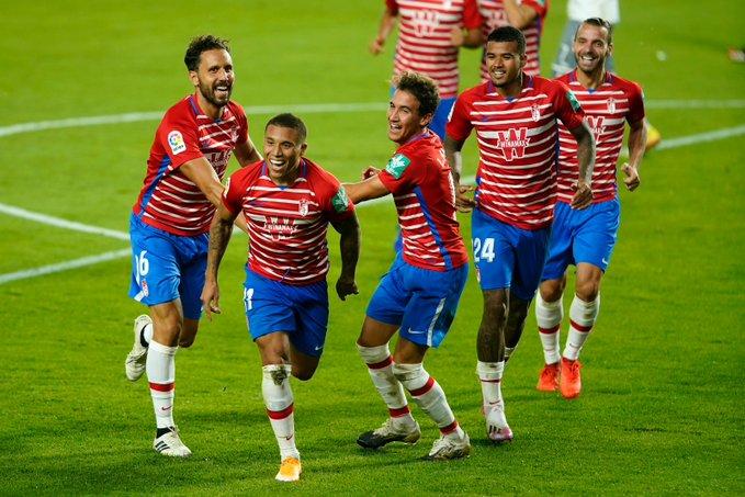 Machís celebr su gol al Locomotive con sus compañeros   Foto: Pepe Villoslada / Granada CF