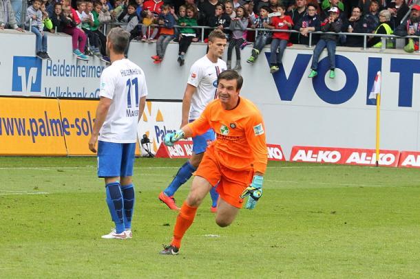 Keeper Männel celebrating his goal against Heidenheim | Photo: MOPO24