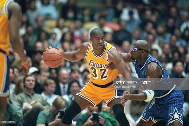 Magic Johnson en un encuentro de la NBA / Getty Images