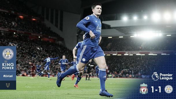 No último minuto do primeiro tempo, Maguire empatou (Reprodução / Leicester)