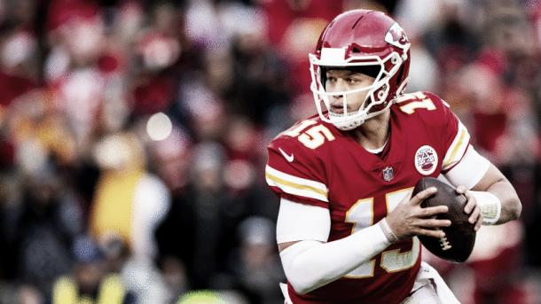 Patrick Mahomes en su primer año como titular lanzó para 50 touchdowns, algo que solo Tom Brady y Peyton Manning habían logrado en la historia de la liga. Foto: Chiefs