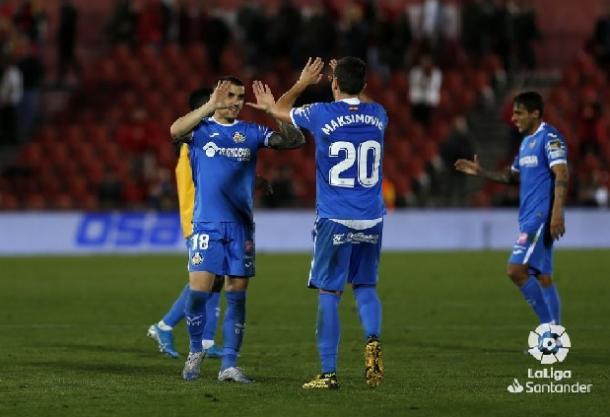Maksimovic y Arambarri celebran la victoria frente al Mallorca. Fuente: La Liga
