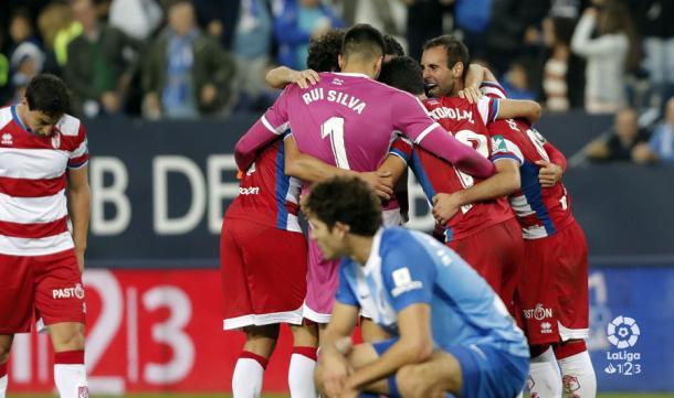 El Granada celebrando el gol de la victoria en La Rosaleda. | Foto: LaLiga