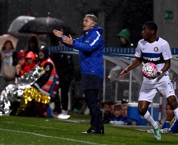 Mancini da órdenes a los suyos en el último partido // Foto: Getty Images