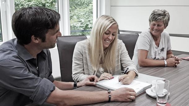 Contrato entre Mandy Islacker e Bayern de Munique se estende até junho de 2020 (Foto: Divulgação/F.C. Bayern München)