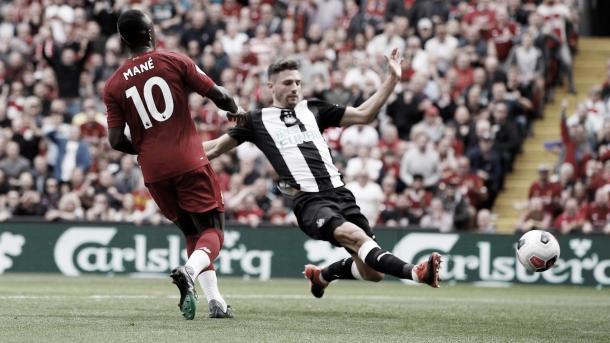 Mané definiendo para el segundo gol./ Foto: Premier League