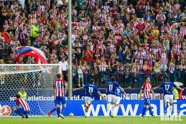 Manu García y otros jugadores del Alavés celebran el gol del empate. / Foto: Daniel Nieto (VAVEL)
