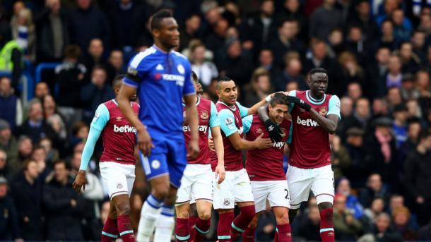 Lanzini esulta dopo il gol a Stamford Bridge dello scorso anno. Fonte foto: telegraph.co.uk