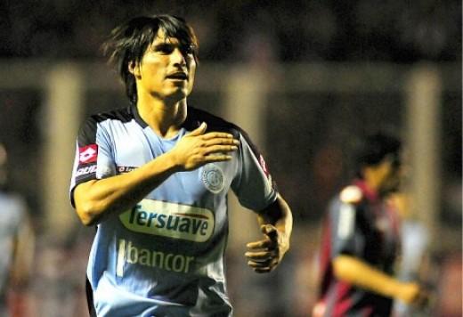 Manzanelli celebra su gol en la última victoria de Belgrano en el Nuevo Gasometro.