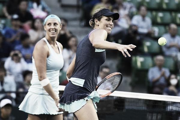 María José Martínez y Andreja Keplac celebran su triunfo en el WTA Premier de Tokio. Foto: zimbio.com