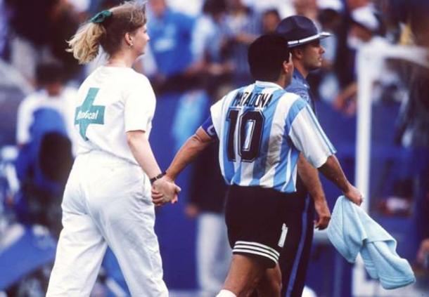 Maradona para el control (foto:forum.koora)