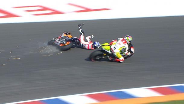 Marc Marquez crashes out in 2015 | Photo: motogp.com