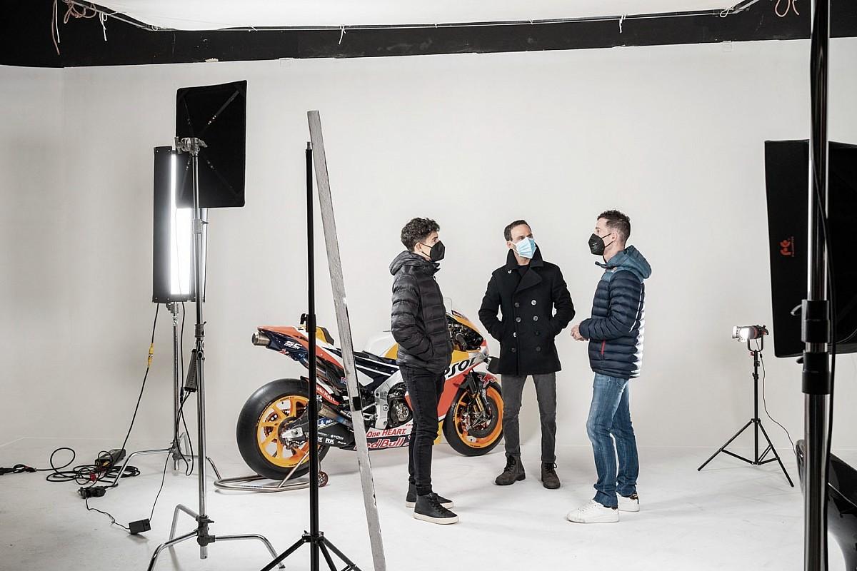 Alberto Puig junto a Marc Márquez y Pol Espargaró /Fuente: Motorsport