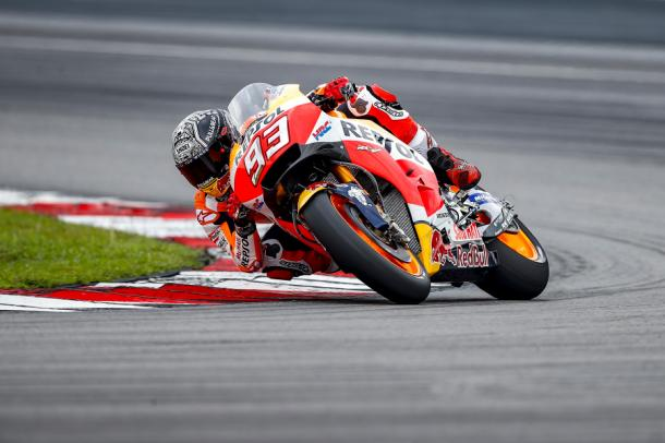 Marc Marquez in azione a Sepang | Photo: performancemag.it