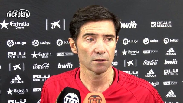 Marcelino García Toral atendiendo a los medios del club | Fuente: valenciacf.com