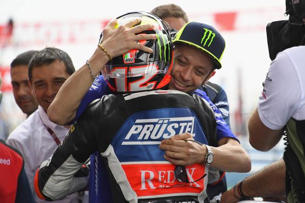 Marco Bezzecchi junto con Valentino Rossi en Argentina / Foto: Getty Images