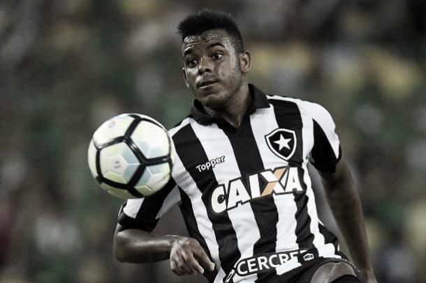 Marcos Vinícius, do banco para empatar o jogo (Foto: Alexandre Loureiro/Getty Images)