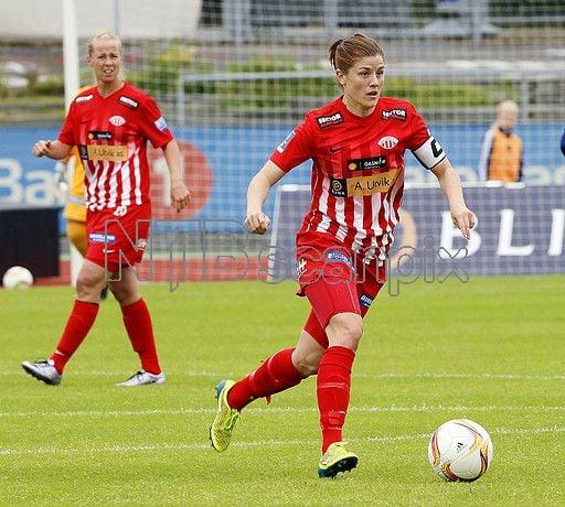 Avaldsnes' captain Maren Mjelde got on the scoresheet in her teams 3-1 win over Vålerenga