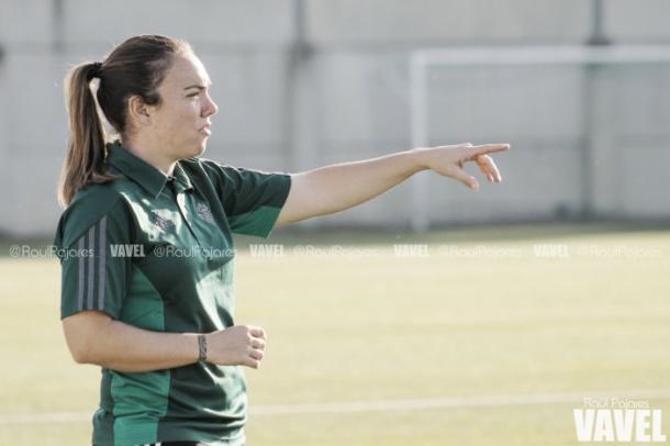 María Pry, entrenadora del Betis Féminas   Foto: Raúl Pajares - VAVEL