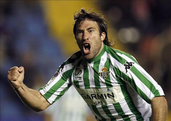 Festejando uno de sus goles en Betis de España l Foto: A puro gol