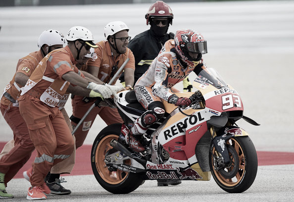 Marquez took a tumble during the warm up   Photo: Mirco Lazzari gp/Getty Images