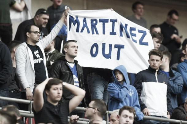 Everton supporters display their frustration at the FA Cup semi-final. | Photo: Getty Images