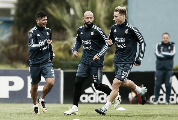 Mascherano (centro) é uma das principais alterações no time de Sampaoli (Foto: Gabriel Rossi/Getty Images)