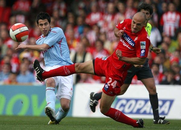 Matabuena intenta repeler un balón golpeado por un jugador del Celta | Imagen: FDV