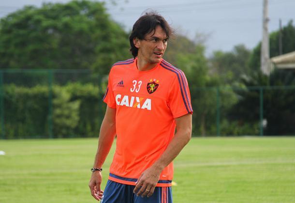 Dono da posição, Matheus vem agradando Oswaldo (Foto: Williams Aguiar/Sport)