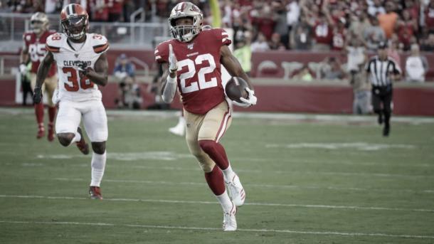 Matt Breida es el lider corredor del mejor ataque terrestre de la NFL (foto 49ers.com)