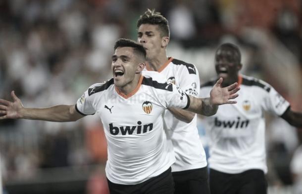 Maxi Gómez disfrutando el momento./ Foto: Valencia CF