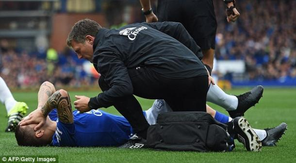 Besic receiving physio treatment for his hamstring injury, sustained against Chelsea last season. | Photo: Getty